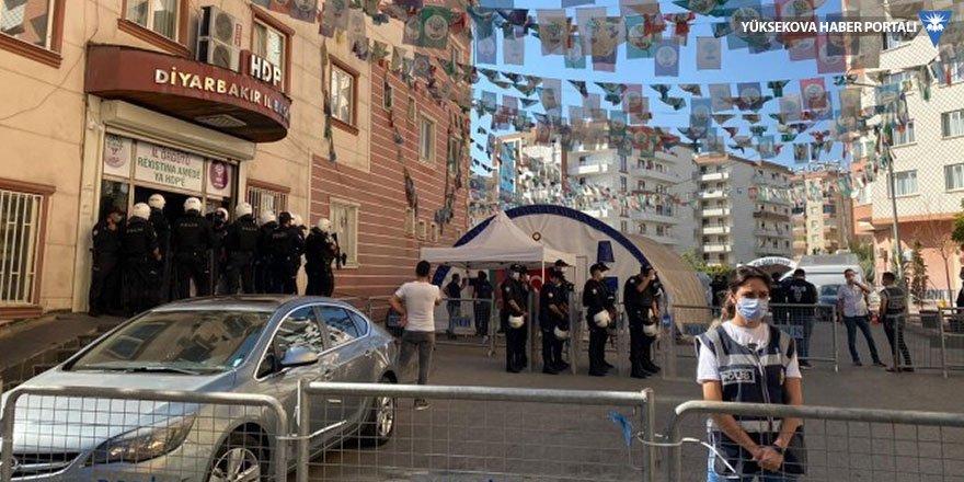 Diyarbakır'da HDP il ve ilçe eşbaşkanları hakkında gözaltı kararı