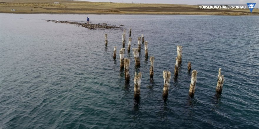 Van Gölü çekilince iskele kalıntısı ortaya çıktı