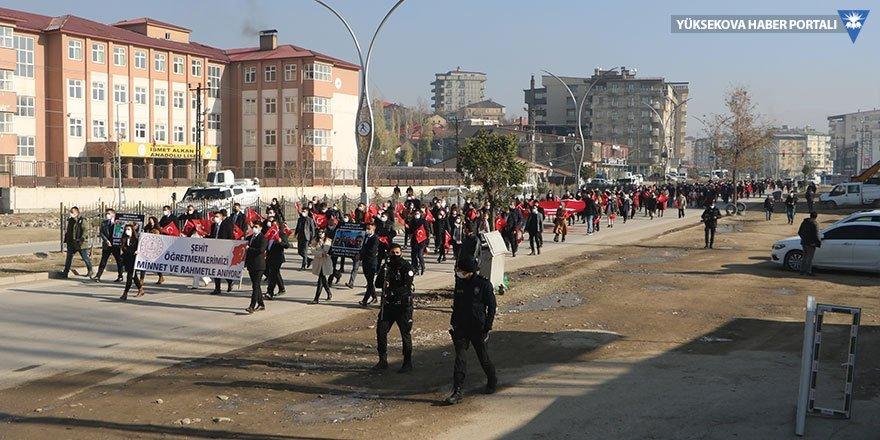 Yüksekova'da öğretmenler günü yürüyüşü