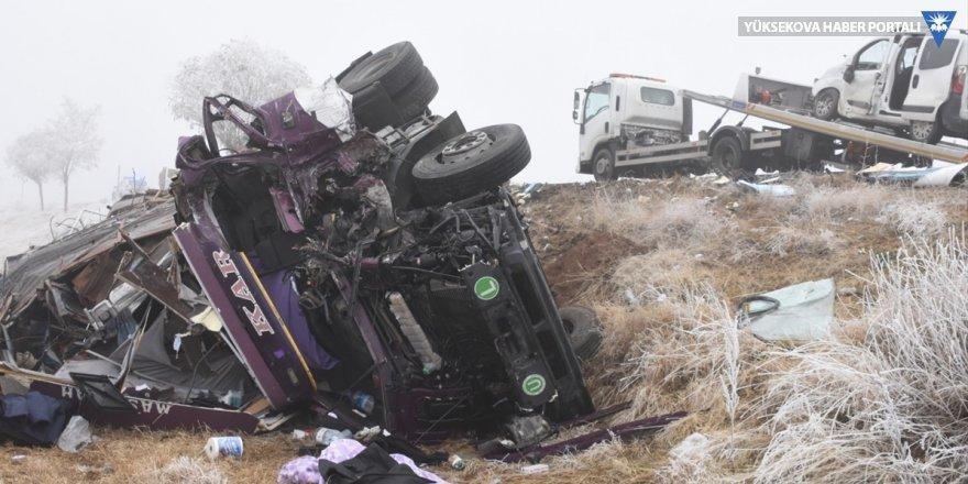 Bitlis'te zincirleme trafik kazası: 1 ölü, 7 yaralı