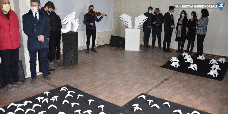 Sanat evine dönüştürdüğü çay ocağında heykel sergisi açtı