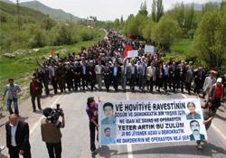 İran'a kitlesel protesto