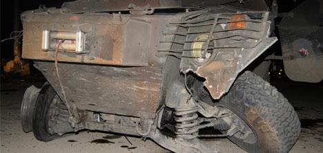 Patlamada hasar gören zırhlı araç