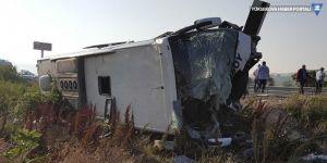 Yolcu otobüsü devrildi: 1 ölü 47 yaralı