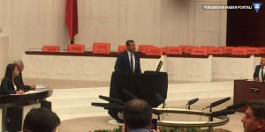 Meclis kürsüsüne siyah örtü