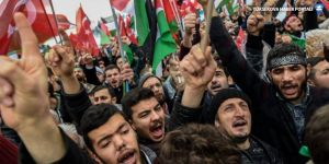 Yenikapı'da 'Kudüs İslam'ındır' mitingi: Trump'ın kuklasını yaktılar