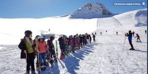 Hakkari'de 8 bin 500 öğrenciye kayak eğitimi