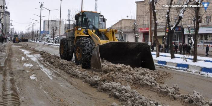 Yüksekova'da kar temizliği