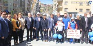 """Hakkari'de """"2 Nisan Otizm Farkındalık"""" yürüyüşü düzenlendi"""