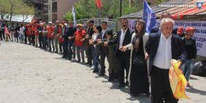 Hakkari'de halaylı '1 Mayıs' kutlaması