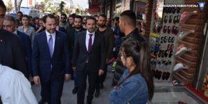 Bakan Albayrak'tan Hakkari'de esnaf ziyareti