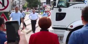 Akşener'in yolu belediyenin çöp kamyonuyla kesildi!
