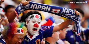 Dünya Kupası'ndaki galibiyet sonrası Japon taraftarlar stadyumu temizledi