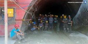 Maaş alamayan işçiler kendilerini madene kapattı