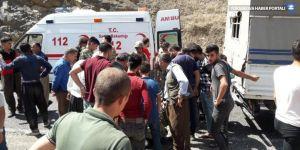 Askeri araç şarampole yuvarlandı: 1 ölü, 3'ü asker 12 yaralı