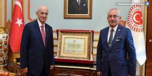 Erdoğan'ın mazbatası Kahraman'a teslim edildi