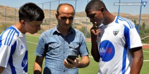 Çermik'e transfer olan Kolombiyalı futbolcularla iletişim çeviri uygulamasıyla kuruluyor