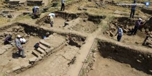 Bitlis Kalesi'nde Osmanlı dönemine ait mezar bulundu