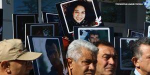 Ankara Katliamı'nda hayatını kaybedenler mezarları başında anıldı