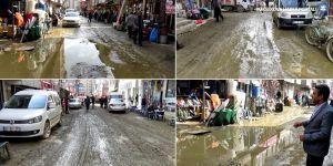 Yüksekovalılar'dan çamurlu yollara tepki