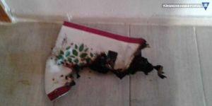Mersin'de HDP binasının tabelası indirilip, ateşe verildi
