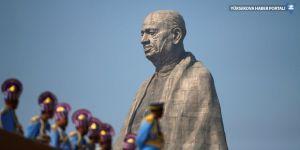 Dünyanın en uzun heykeli protestolarla açıldı