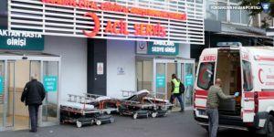 Hastane önünde sağlık çalışanı bıçaklandı