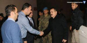 Hakkari Valisi İdris Akbıyık, yaralı askerleri ziyaret etti