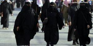Suudi kadınlardan çarşaf zorunluluğuna karşı eylem: Ters yüz edip giy