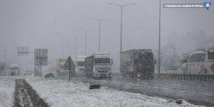 Hakkari ve Bitlis'te 383 köy ve mezranın yolu ulaşıma kapandı