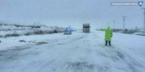 Sivas-Erzincan yolu kapandı!