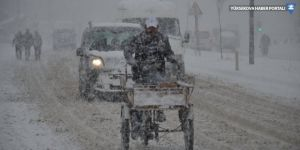 Hakkari ve Yüksekova'da kar yağışı: 199 yerleşim biriminin yolu kapandı!
