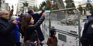 Cumartesi Anneleri, Galatasaray Meydanı'na karanfil bıraktı