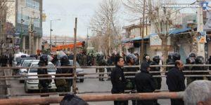 İran halka açık alanda 3 kişiyi idam etti
