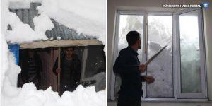 Bingöl'de evler kar altında kaldı