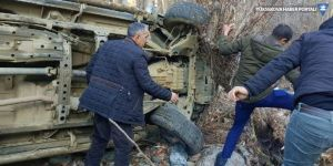 AK Parti Hakkari milletvekili Dinç'in aracı şarampole devrildi: 3 yaralı