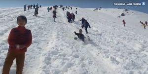 Yüksekova'da öğrencilerin kar keyfi