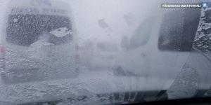 Van yolunda yüzlerce araç mahsur kaldı