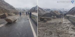 Hakkari'de heyelan sonucu yola kaya parçaları düştü