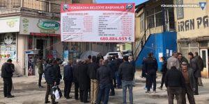 Yüksekova Belediyesi'nin borcu pankart oldu!