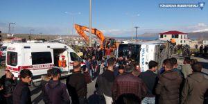 Tatvan'da yolcu otobüsü ile tır çarpıştı: 34 yaralı