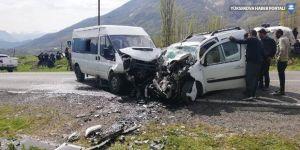 Çukurca'da trafik kazası: 3'ü ağır, 5 yaralı