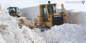 Baharda 7 metrelik karla mücadele