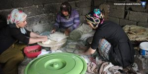 Şemdinli'de kadınların çörek mesaisi