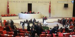 HDP'li vekillerden Meclis'te kürsü işgali