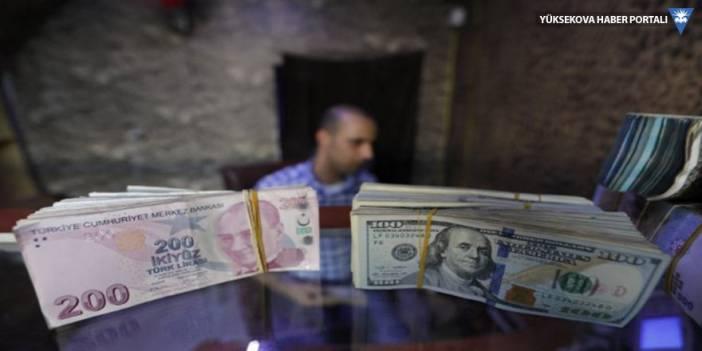Dolar küresel piyasalarda düşüyor, Türkiye'de yükseliyor