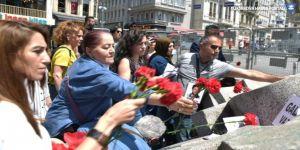 Anneler Galatasaray'a karanfil bıraktı
