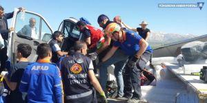 Van'da kamyon devrildi: 2 yaralı