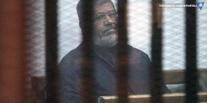 Eski Mısır Devlet Başkanı Mursi mahkeme salonunda hayatını kaybetti