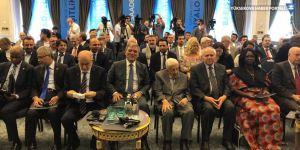 Abdullah Gül, Saadet Partisi'nin D-8 etkinliğine alkışlarla girdi
